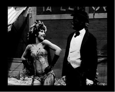 Renoir, et le Paris Surréaliste en Noir et Blanc