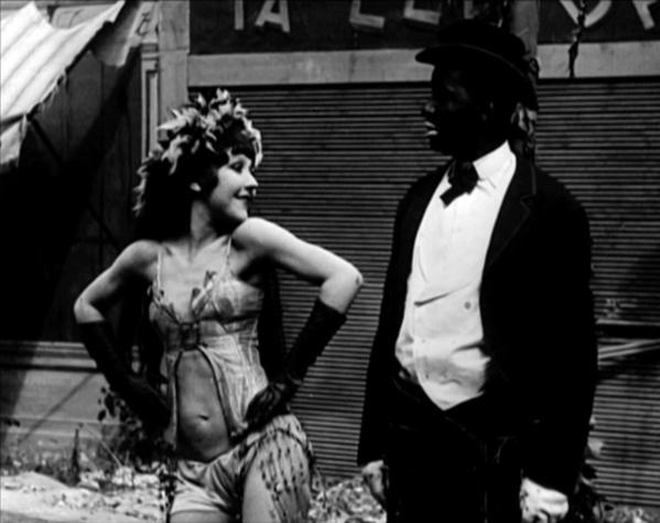 """Catherine Hessling et Johnny Hudgins dans """"Sur un air de Charleston"""" de Jean Renoir (1927)"""