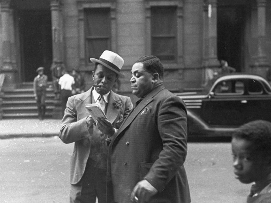 """Willie """"The Lion"""" Smith et Fats Waller dans une rue de Harlem"""